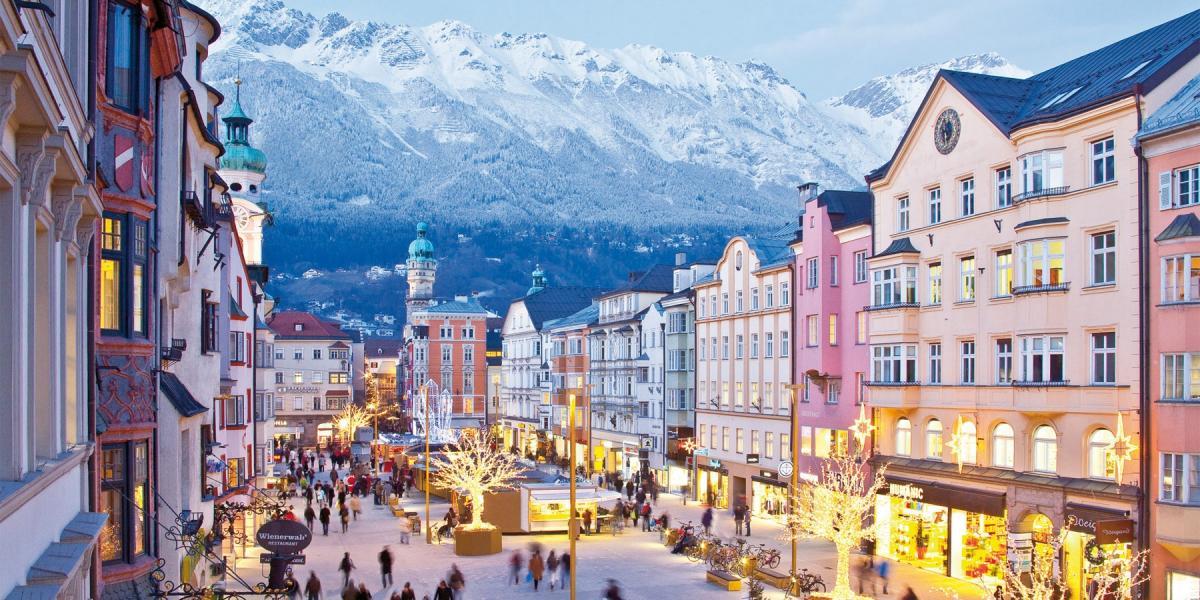 - Torino, Reggia di Venaria e le Langhe